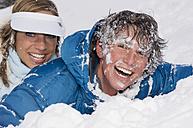 Austria, Salzburger Land, Altenmarkt-Zauchensee, Young couple in snow, laughing, portrait - HH02549