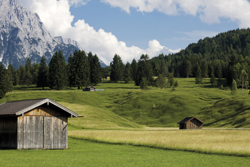Germany, Bavaria, Mountain Scenery and hay barn - 08657CS-U