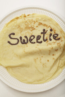 Pancake with text in chocolate, elevated view - SCF00179