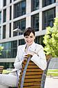 Germany, Baden-Württemberg, Stuttgart, Businesswoman taking a break - WEST08602