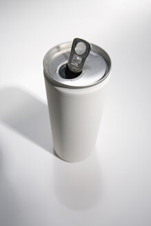 Aluminium can, close-up - JRF00040