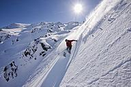 Austria, Tyrol, Zillertal, Gerlos, Freeride, Man skiing downhill - FFF00921