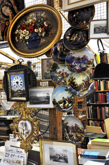 Germany, Bavaria, Munich, Auer Dult Market, Painted plates and other paraphernalia - MB00848