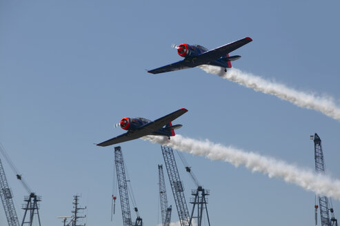 Germany, Hamburg, Airshow, historic propeller machine, anniversary of the harbour in 2008 - TH00794