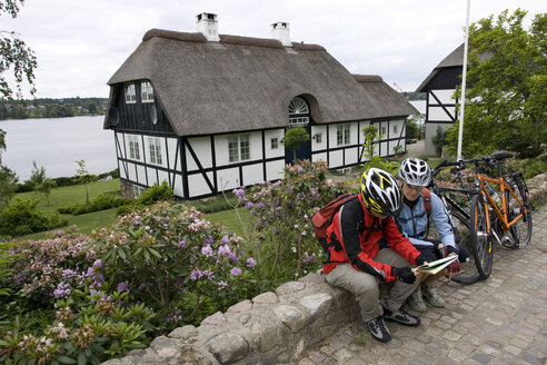Denmark, Jutland, Viborg, Mountainbikers taking a break - DSF00177