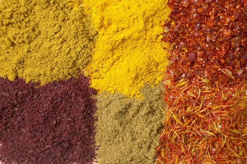 Different spices, full frame - THF00848