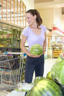Young woman going shopping in a supermarket - ABF00452