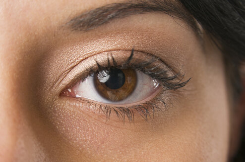 Woman with brown eyes, close up - NHF00926