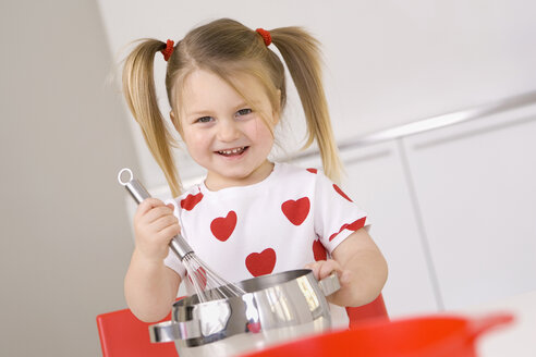 Little girl (3-4) playing with cooking pot and eggbeater - SMO00215