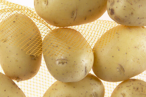 Potatoes in net, close-up - THF00854