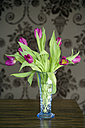 Glass vase with tulips - KM01319