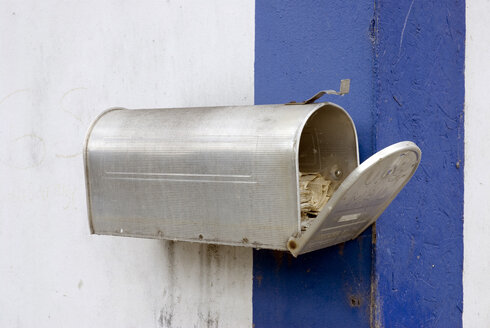 Letterbox on wall, close-up - AWDF00111