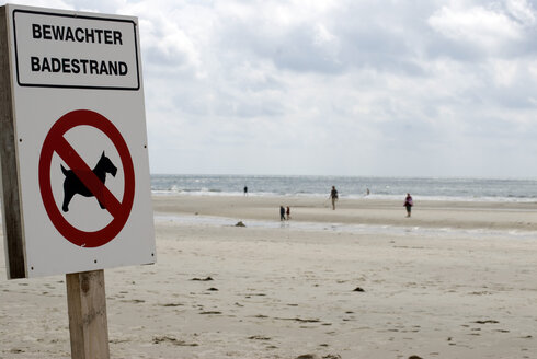 Germany, North Sea, Amrum, Beach, Prohibition sign, No dogs - AWD00306