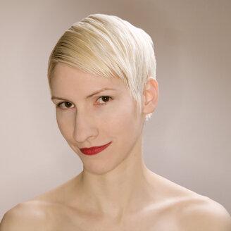 Blonde woman portrait, close-up - UK00168