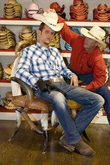 USA, Texas, Dallas, Man buying cowboy hat - PK00240