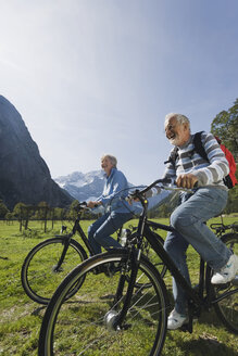 Austria, Karwendel, Senior couple biking - WESTF10532