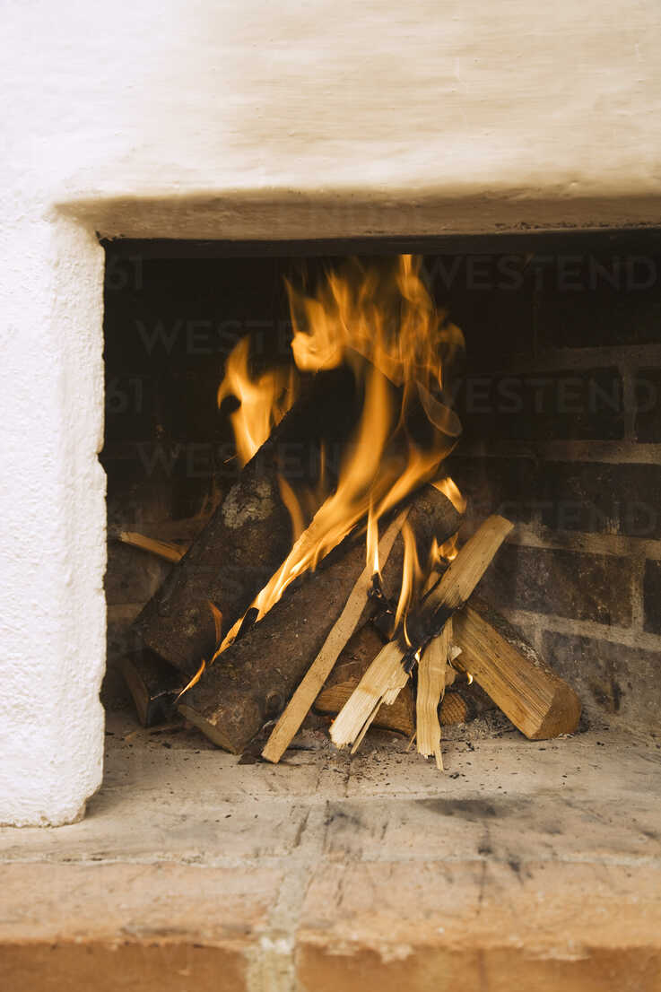 Log fire, close-up - WESTF10424 - WESTEND61/Westend61