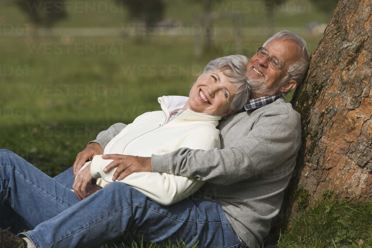 Austria, Karwendel, Senior couple in the countryside, embracing - WESTF10409 - WESTEND61/Westend61