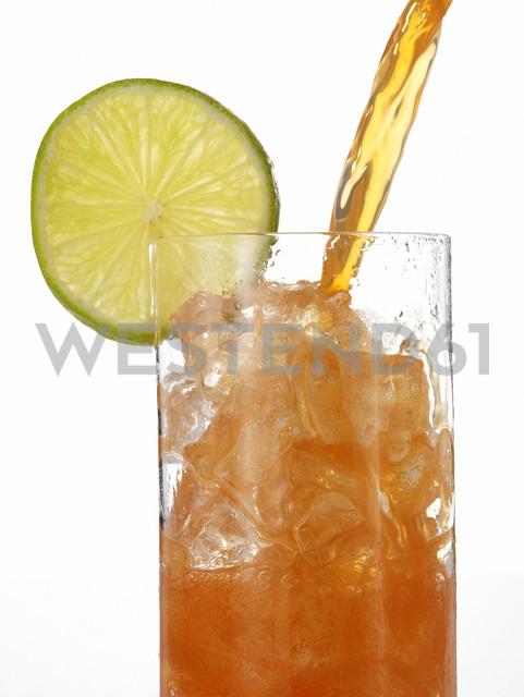 Glass of lemonade, close-up - AKF00121 - Andreas Koschate/Westend61