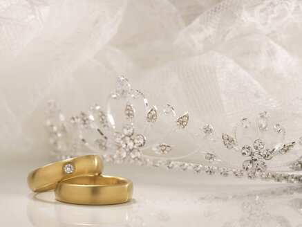 Wedding rings, crown and white lace - AKF00061
