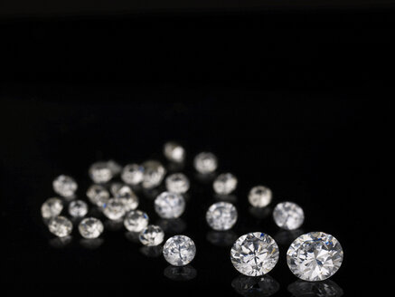 Diamonds against black background - AKF00049