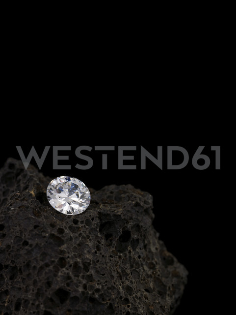 Diamond on Lava stone - AKF00037 - Andreas Koschate/Westend61