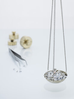 Diamonds on carat scale - AKF00034