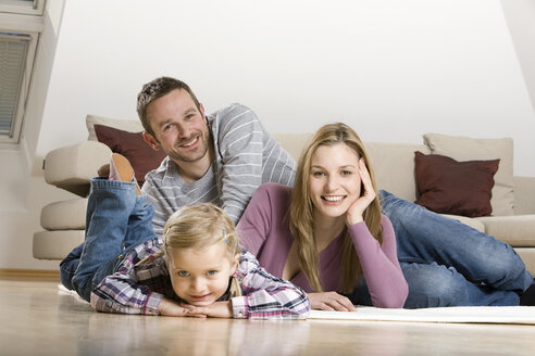 Parents and daughter (3-4), relaxing at home - CLF00646