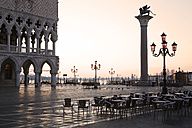Italy, Venice, Doge's Place at dawn - GW00671