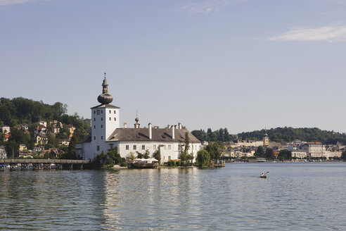 Austria, Gmunden, Lake Traunsee, Ort Castle on the waterfront - WWF00648