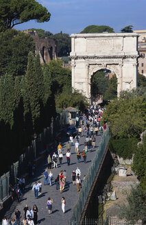 Italy, Rome, The Arch of Titus, tourists - PSF00094