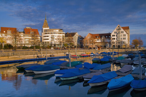 Germany, Baden-Wuerttemberg, Friedrichshafen, harbour in winter - SM00424