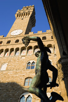 Italy, Tuscany, Florence, Palazzo Vecchio, Statue in foreground, low angle view - PSF00266