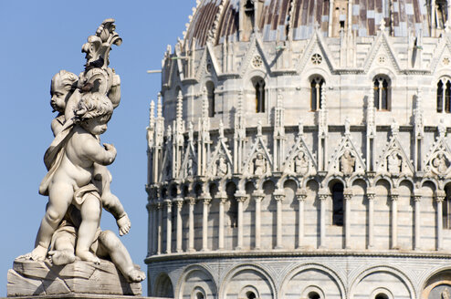 Italy, Tuscany, Pisa, Piazza dei Miraloi, Square of Miracles, Baptistry, Statue in foreground - PSF00254