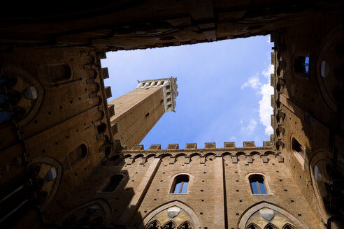 Italy, Tuscany, Siena, Palazzo Pubblico, low angle view - PSF00239