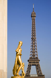 France, Paris, Eiffel Tower, Statues in foreground - PSF00194