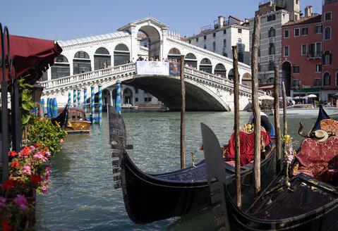 Italy, Venice, Gondola, Rialto bridge in foreground - PSF00323