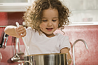 Girl (2-3) stirring pot - LDF00686