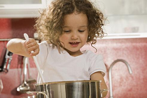 Girl (2-3) stirring pot - LDF00686
