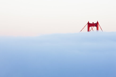 USA, California, San Francisco, Golden Gate Bridge in fog - FOF01503