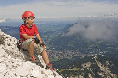 Germany, Garmisch-Partenkirchen, Alpspitz, Mountaineer, Boy (12-13) sitting on summit, portrait - RNF00009
