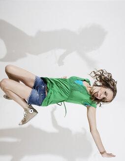 Germany, Berlin, Young woman breakdancing - WESTF13507