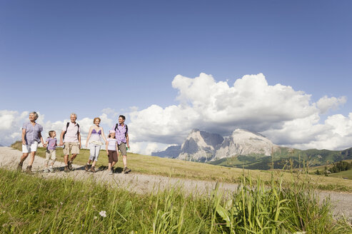 Italy, Seiseralm, Family hiking - WESTF13440