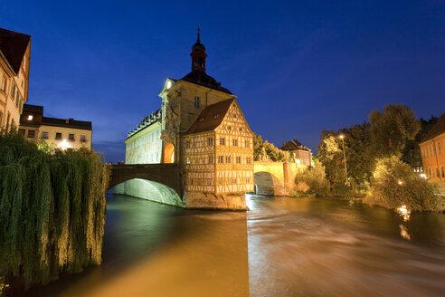 Germany, Bavaria, Franconia, Bamberg, Old City Hall over river at night - WDF00612