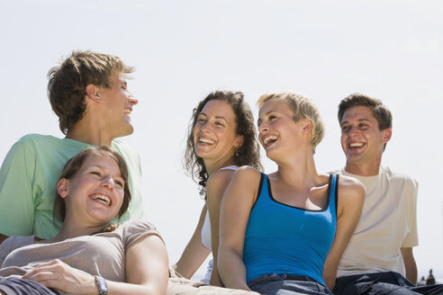 Germany, Bavaria, Young people, side by side, laughing, portrait, close-up - LDF00772