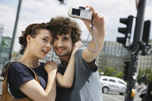 Germany, Berlin, Young couple taking a photograph of themselves - VVF00045