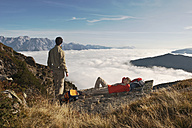 Austria, Steiermark, Reiteralm, Couple of hikers resting - HHF03143