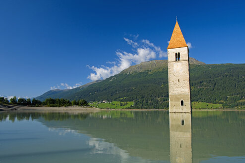 Italy, South Tyrol, Lake Reschensee with steeple - SMF00522