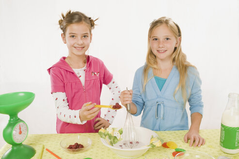Two girls in the kitchen preparing meal, portrait - RNF00228
