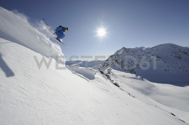 Italy, South Tyrol, Sulden, Man skiing downhill - MIRF00037
